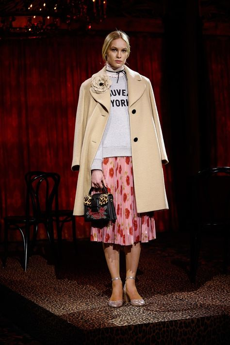 Kate Spade New York Fall 2017 Ready-to-Wear collection, runway looks, beauty, models, and reviews.