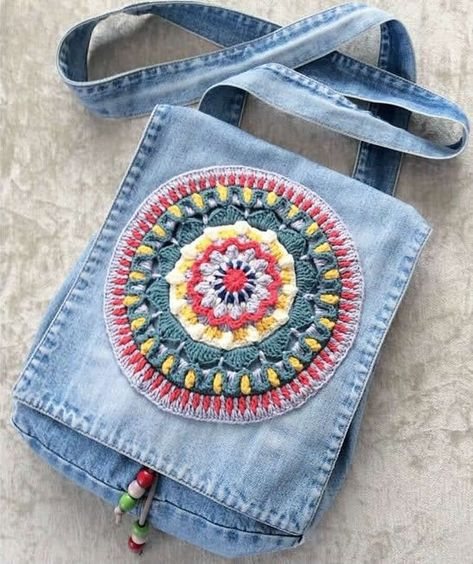 Marvelous Crochet A Shell Stitch Purse Bag Ideas. Wonderful Crochet A Shell Stitch Purse Bag Ideas. Jean Crafts, Denim Crafts, Upcycled Crafts, Jean Purses, Purses And Bags, Denim Handbags, Denim Purse, Recycle Jeans, Fabric Bags