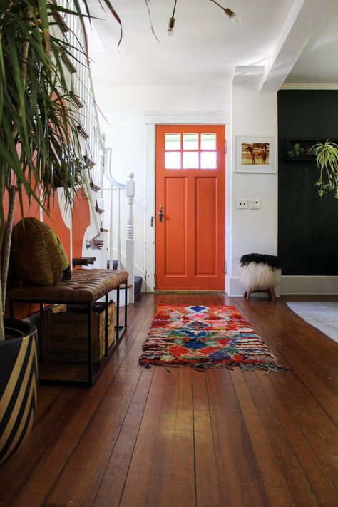 If you could paint your door any color, what color would you choose? (submitted by Link in bio for more home decor… Design Living Room, Living Spaces, Long Island, Green Library, Interior And Exterior, Interior Design, House Beds, Deco Design, Vintage Design