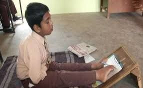 An 11 Year Old Boy Kamaljeet Singh From Ludhiana Studies In