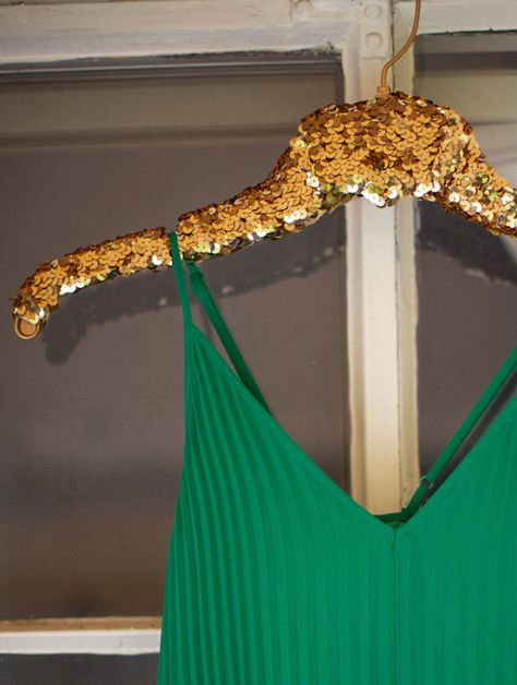 #DIY sequin hanger. How perfect would this be for the bridesmaids at a #Baylor wedding?