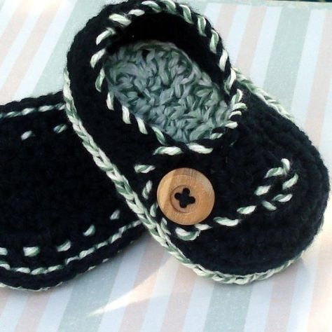 Adorable! Crochet baby shoes I wish I knew how to crochet-then I could make these for my new baby cousin :)