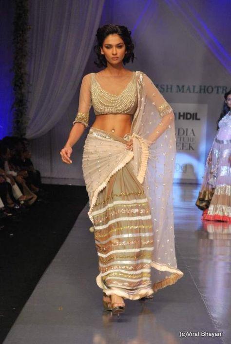 blouse made of draped pearls # Indian sari costume # bollywood