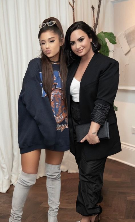 ariana grande and demi lovato Ariana Grande Outfits, Ariana Grande Photos, Beautiful Celebrities, Beautiful People, Selena Gomez, Divas, Ariana Grande Wallpaper, Rapper, Meghan Trainor