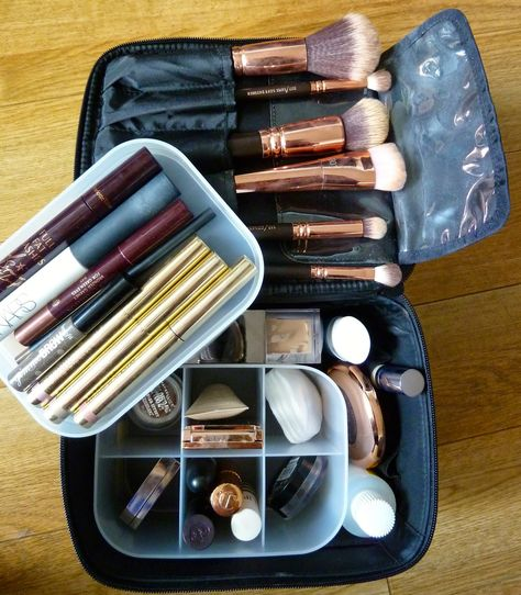 My travel makeup bag: The Muji Vanity make up box