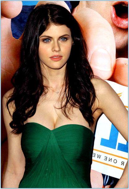 #Alexandra #Daddario bra size - a bomb for slim girls #