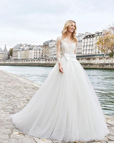 vestido de novia estilo princesa de encaje pedrería y tul. escote