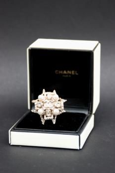 CHANEL Imposing ringshaped flower Ornate gold metal rhinestones and