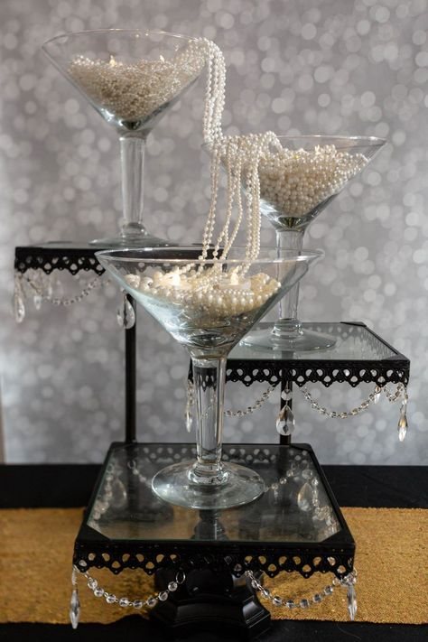 8 Elegant DIY Great Gatsby Centerpieces - Entertaining Diva @ From House To Home These DIY Gatsby party centerpieces are awesome! I love the ones made with ostrich feathers and the champagne glass tower. A perfect addition to my roaring party decor. Roaring 20s Birthday Party, Great Gatsby Themed Party, Roaring 20s Wedding, 1920s Wedding, Wedding Ideas, Roaring 20s Theme, Roaring Twenties Party, Elegant Birthday Party, Xmas Party