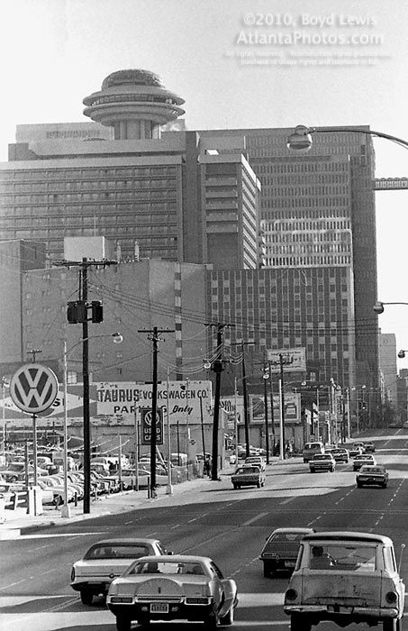 1971 Downtown view of revolving Polaris room atop Atlanta Hyatt House! My Dad used to take me to the Polaris for my birthday dinner every year ❤ Now, its hard to even see for all the taller buildings around it & there's not much of a view :o/