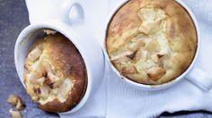Leicht, lecker und unkompliziert: Süßes aus Tassen oder Gläsern. Bei diesem Tassenkuchen brauch Sie beim Naschen kein schlechtes Gewissen haben : Apfel-Quarkauflauf mit Zimt    http://eatsmarter.de/rezepte/apfel-quark-auflauf