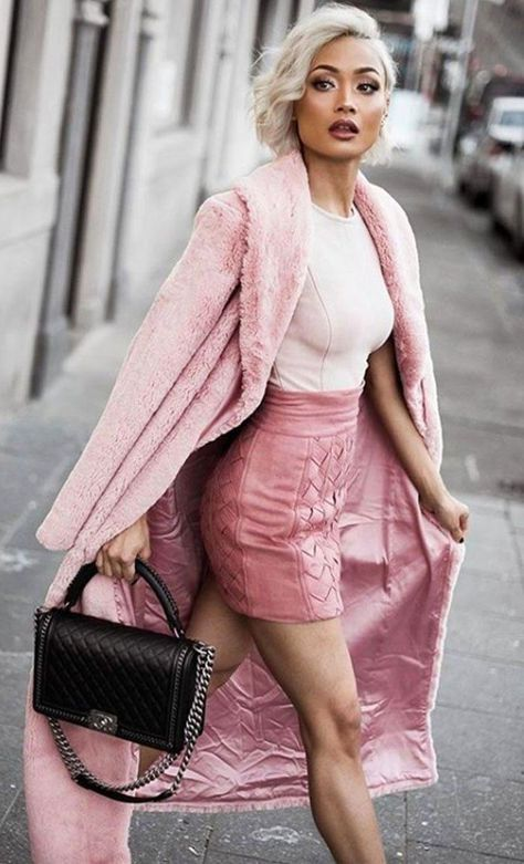 Pink Long Length Teddy Coat We're obsessing over our Pink Long Length Teddy Coat. With its super soft material, long length and cozy style you're bound to look fab, paired with blue jeans and trainers.