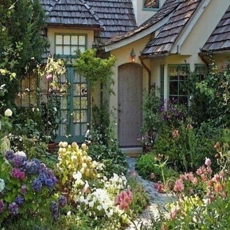 French Cottage Garden, Cottage Patio, French Country Cottage, Cottage Style, Cottage Living, Cottage Homes, Cottage Gardens, Living Room, Cottage Curtains