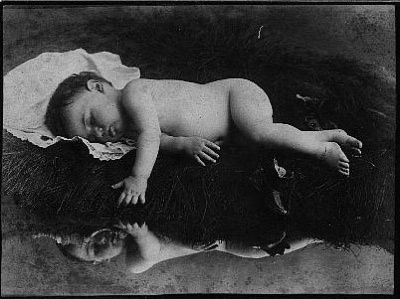 ....probably my favorite post mortem picture...just amazingly artistic and beautiful----poor baby :(