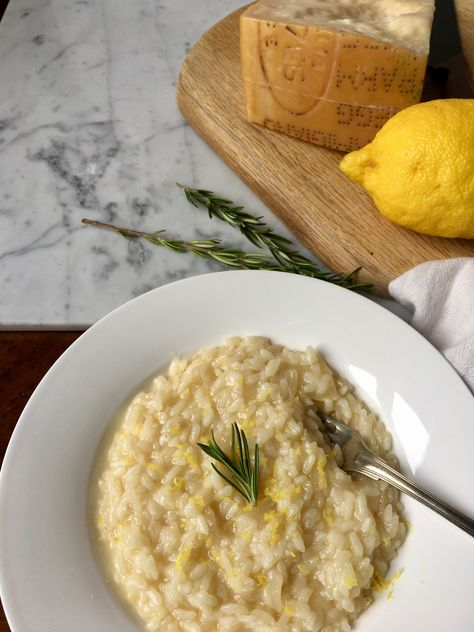 This risotto is packed with fresh flavors like lemon zest and fresh rosemary. Give rosemary risotto a chance to become one of your favorites #risotto #italianrecipes #vegetarianrecipe