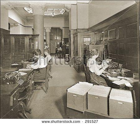 Altes Foto von einen Sekretären, die im Amt Arbeiten, Tippend Teich