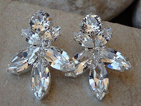 #weddings #jewelry #earrings #rhinestoneearrings #jewelrygift #swarovskiearrings #bridalearrings #bridesmaidearrings #bridesmaidgift #bridalclearearring #clearearrings #weddingearrings #studearrings #weddingstuds #bridalstudearrings #clusterearrings