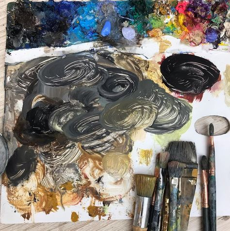 Today's pallet Progress for Hair color  髪の毛の色は一本一本描くつもりで、一つのパレットに何色も作ります!  今日配信のドラクエウォークが面白くて散歩が趣味になりそう!! #松井えり菜 #現代アート #美術 #油絵 #髪色 #パレット #ドラクエウォーク #dqウォーク #アート #erinamatsui #contemporaryart #art #painting #oil #haircolor #pallet #artist #painter #dragonquestwalk
