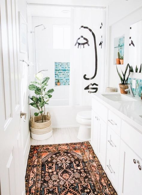 Home Accents, White Home Decor, Vintage Bathrooms, Home Decor, Apartment Bathroom, Bathroom Rugs, Bathrooms Remodel, Bathroom Design, Bathroom Decor
