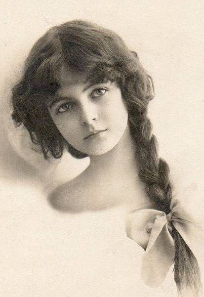 A face that graces numerous postcards at the turn of the 20th century.