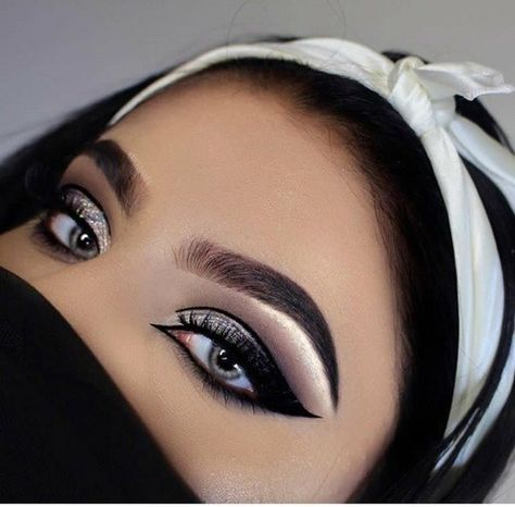 137 beautiful spring makeup ideas for formal event Arabic Makeup, Eye Makeup Art, Eyebrow Makeup, Glam Makeup, Makeup Inspo, Eyeshadow Makeup, Makeup Inspiration, Beauty Makeup, Eyeliner