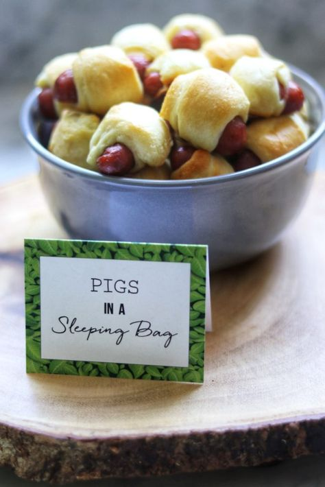 Camping-Themed Party Food Ideas by Fab Everyday: Pigs in a Sleeping Bag! - Camping themed party food ideas: Pigs in a Sleeping Bag (small sausages in dough and baked)! Camping Party Foods, Camping Parties, Camping Snacks, Camping Themed Party, Camping Party Decorations, Camping Axe, Camping Breakfast, Camping Packing, Backpacking Meals