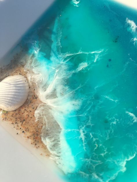 A beautiful glowing ocean beauty within a ceramic bowl! Funtional Art at its best 🏝 #resin #oceanart #resinart #resinbeach #dishes