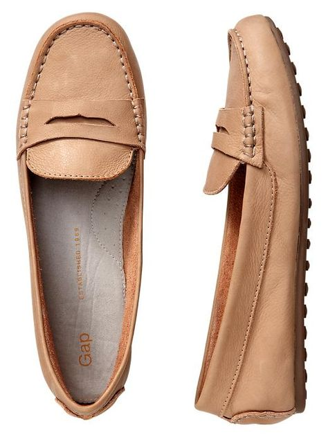 Very cute penny loafers/driving moccasins.