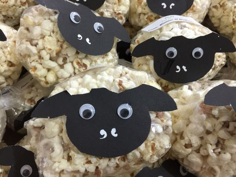 Sheep snack- popcorn (nice for Eid) Material: - -sheep face template (cut out black paper) -Googley eyes -glue and double side tape -sandwich bags with twist ties - pocorn