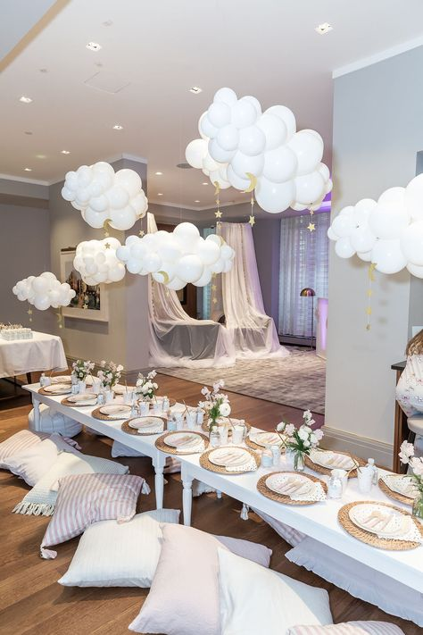 A dreamy birthday party that became a reality! Check out this week's party spotlight featuring a sleepover / spaparty that was filled with… Adult Slumber Party, Adult Party Themes, Sleepover Party, Slumber Parties, Pamper Party, Slumber Party Decorations, Sleepover Activities, Bachelorette Parties, Outdoor Birthday