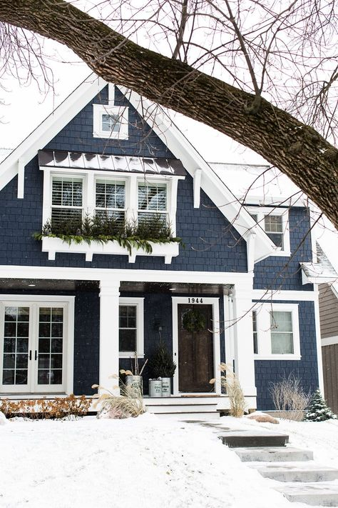 42 beautiful modern house ideas to make classy and unique house design 17 Exterior Paint Colors For House, Paint Colors For Home, Navy House Exterior, Blue House Exteriors, Cottage Exterior Colors, Cafe Exterior, Siding Colors, Craftsman Exterior, Exterior Siding