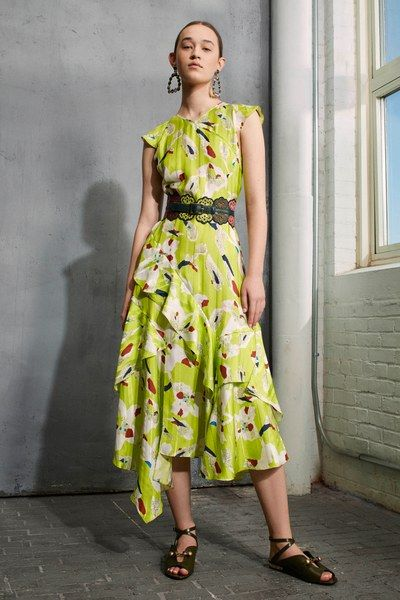 See the complete Tanya Taylor Pre-Fall 2017 collection.