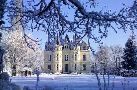 theladyintweed:  Chateau de la Verrerie at Christmas