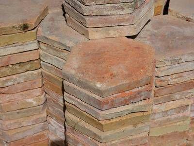 Lave Main En Terre Cuite Emaillee Vasque En Terre Cuite Emaillee A Poser Sur Plan Tomettes Anciennes Tomette Materiaux Anciens