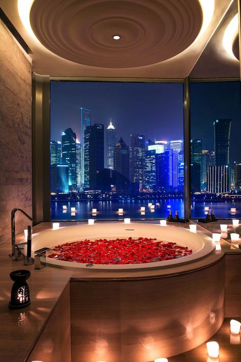 Romantic Shanghai - Banyan Suite Bathroom Tub with Flowers and a view