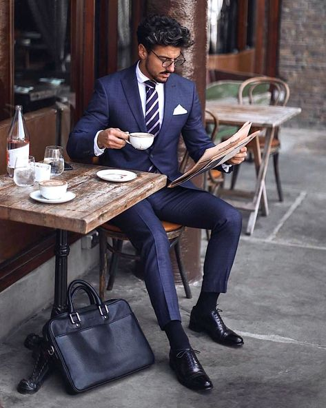 Classic business suits are gaining popularity even in everyday life If you are embarrassed to wear a business suit, then I hope this guide will help you deal with your fears and put the final bullet in your insecurity. Men's Business Outfits, Business Fashion, Business Suits Men, Business Style, Business Formal, Business Professional Women, Business Meeting, Gentleman Mode, Gentleman Style