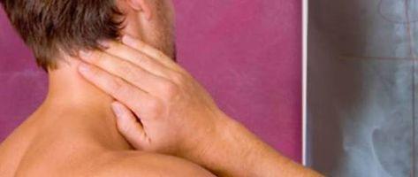 Schmerz lass nach! Ständig diese Verspannungen und brennenden Schmerzen in Schulter- und Nacken. Bis hoch in den Kopf zieht es. Oft steckt dahinter das Zervikalsynd