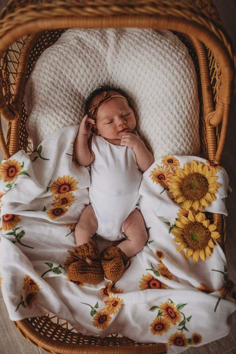 Light weight, breathable and easy to use. They are super soft and gentle on baby's skin. A simple and beautiful way to swaddle your baby. This would make the perfect gift for a new baby or the expecting mum. Features include: A large 120cm x 120cm in size Lightweight & breathable Multi-use. Baby swaddle, lightweight blanket, pram blanket, comforter, nursing shield, change mat Machine washable Brand: Snuggle Hunny Kids