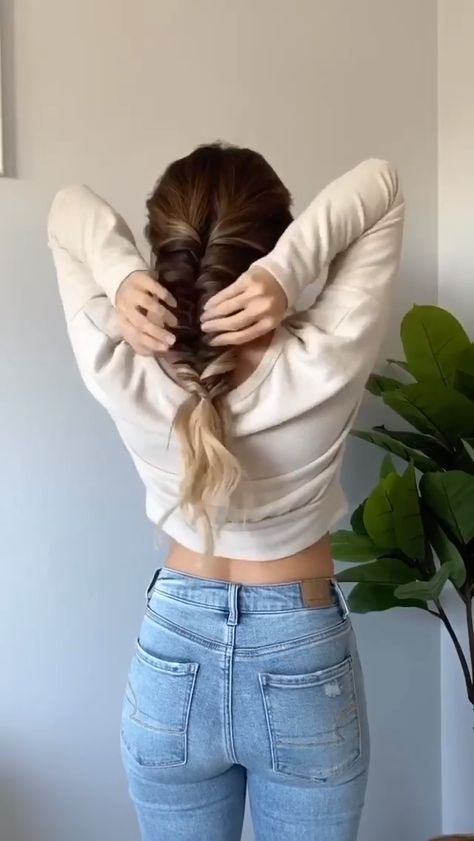 Easy way to achieve a Fishtail braid with Luxy Hair clip @nicoleneissany is wearing her Ombre Blonde set for extra length and volume!