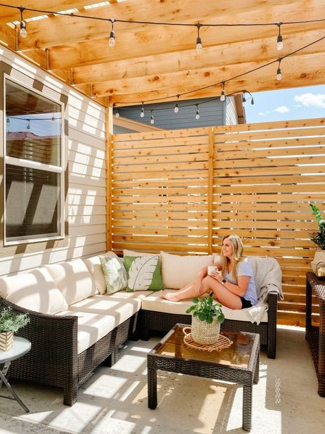 Sprucing Up Mamahood - Patio Design with Pergola and Privacy Wall Source by uglyducklingdiy - Backyard Patio Designs, Pergola Designs, Backyard Ideas, Landscaping Ideas, Small Deck Designs, Diy Backyard Fence, Wood Deck Designs, Backyard Signs, Wood Wall Design