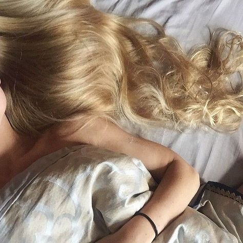 Blonde✨ uploaded by Ky Boogie🙏🏾✨ on We Heart It - Cabello Rubio Long Bob Hairstyles, Hairstyles For Round Faces, Hairstyles With Bangs, Pretty Hairstyles, Hairstyles 2018, Female Hairstyles, Medium Hair Styles, Short Hair Styles, Medium Curly