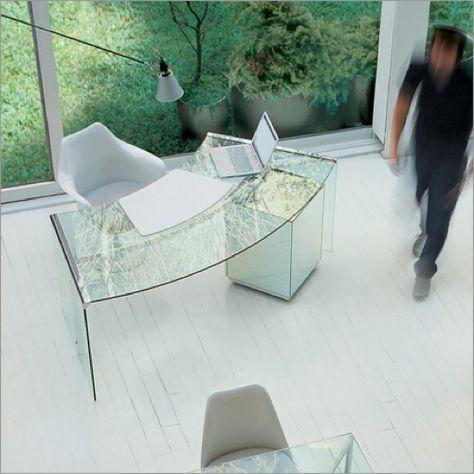 Extravaganter Schreibtisch aus durchsichtigem Glas - gerundet