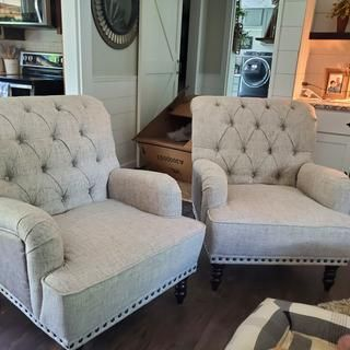 Farmhouse Accent Chairs, Farmhouse Living Room Furniture, Accent Chairs For Living Room, New Living Room, Living Room Decor, Comfortable Chairs For Bedroom, Front Room Decor, Red Sofa, Sitting Area