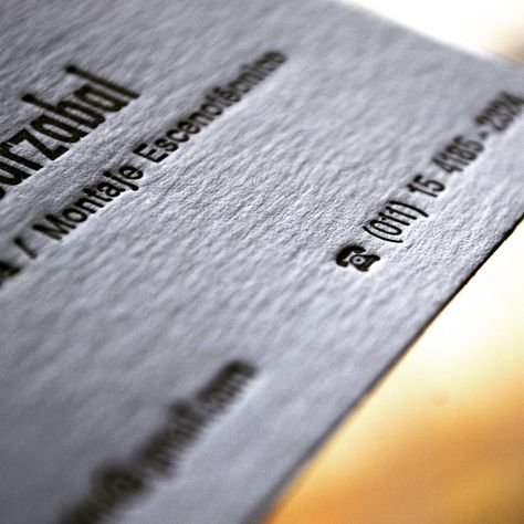 Detalle de las tarjetas de Leandro. ¡Amamos ese telefonito!   Detail of Leandro's business cards. We love that little phone!   #letterpress #imprenta #heidelberg #business #cards #movable #type #windmill #pressure #presion #lead #macro #macrophotography #texture #textura #printshop #tipografia #tarjetas #lead #artesanal #retro #vintage #phone #telefono