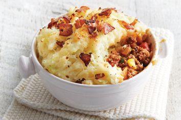 Shepherd S Pot Pies With Crispy Bacon Recipe In 2020 Ramakin Recipes Crispy Bacon Ramekin Dishes