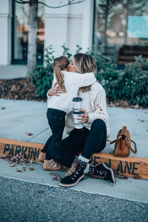 mom pictures How to have a mommy and me day with River Island River Island, Mommy And Me Outfits, Cute Outfits, Mom Daughter Matching Outfits, Mother Daughter Fashion, Cella Jane, Mom Pictures, Mommy Style, Casual Look
