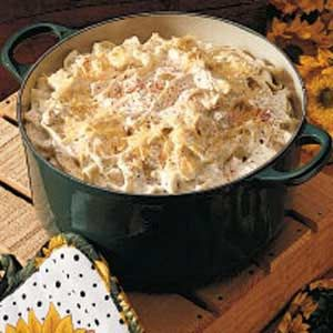 Hungarian Noodle Side Dish Recipe -I first served this creamy, rich casserole at our ladies meeting at church. Everyone liked it and many of the ladies wanted the recipe. The original recipe was from a friend, but I changed it a bit to suit our tastes. Hungarian Cuisine, European Cuisine, Hungarian Food, Pasta Dishes, Food Dishes, Side Dishes, Croatian Recipes, Hungarian Recipes, Eastern European Recipes
