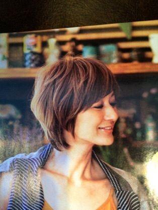 Storyモデル 富岡佳子さんの様なショートヘアにしようか 妄想中 骨格診断ストレートのヘア ミセス 髪型 女性 髪型 ショート ヘアスタイル