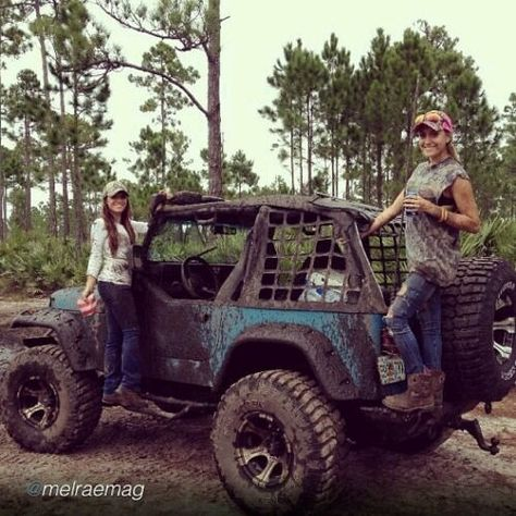 Oh that looks so fun! I wish I could go mudding :( Real Country Girls, Country Girl Life, Cute N Country, Country Girl Quotes, Country Music, Girl Sayings, Redneck Girl Quotes, Country Girl Stuff, Country Sayings