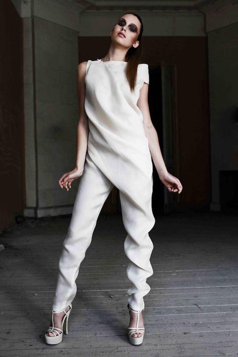 idea for elegant jumpsuit women's fashion styling tied hair smokey eyes eye Hochzeit